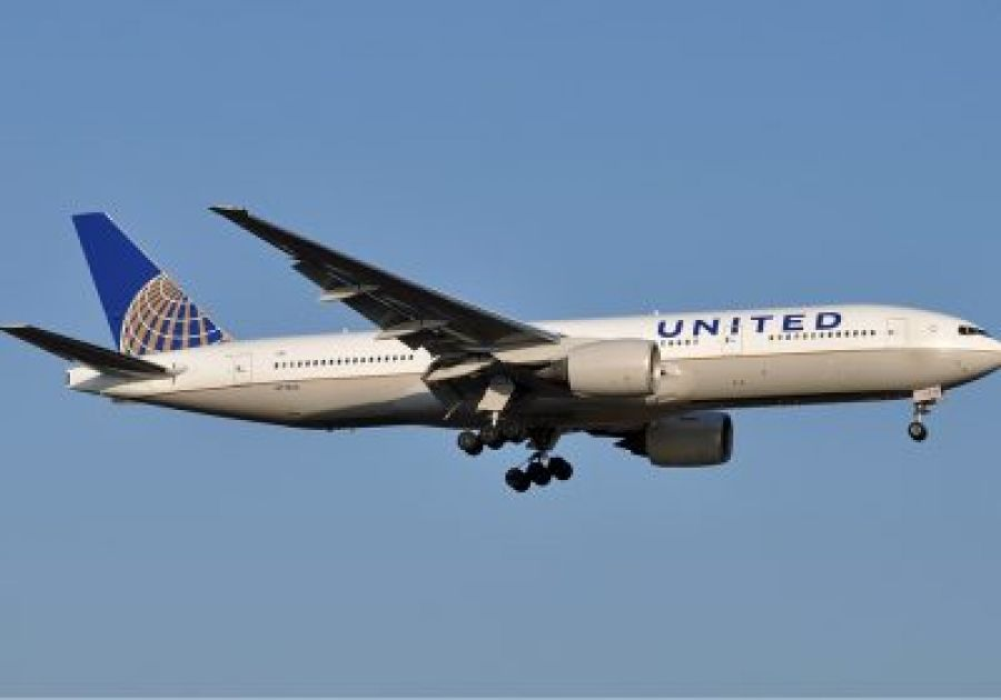 Woman kicked off flight sues United Airlines claiming racial discrimination